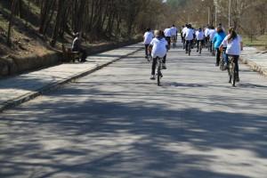 Οι ποδηλάτες στον δρόμο για το Καστράκι